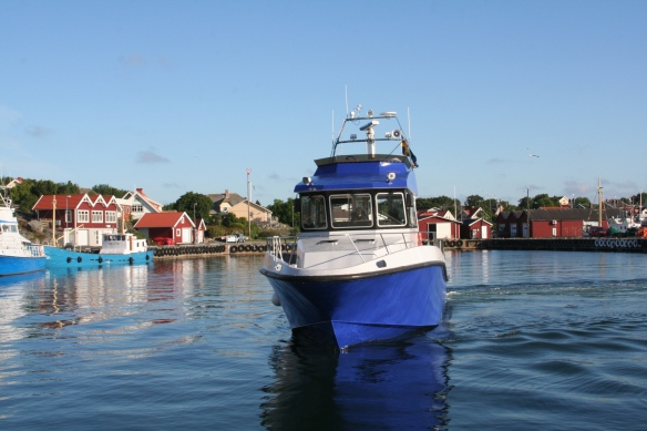 Öckerö harbour. PTA80 arrives