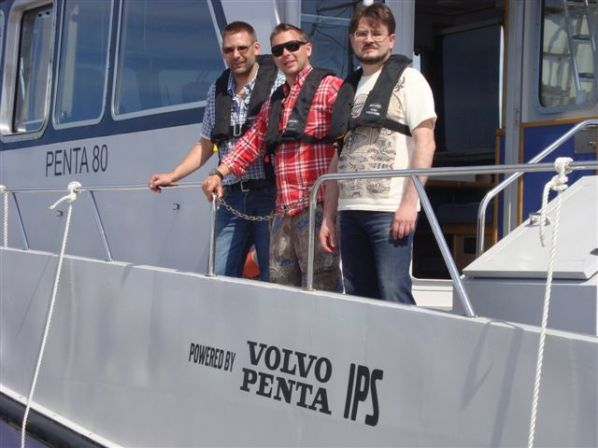 New, small crew in Kotka. Aniko and Thomas, Pavel is domestic pilot. One man (Lars) missing due to delayed flight.