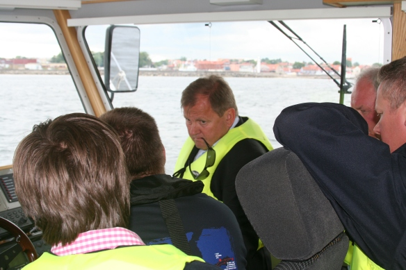 Peder Myklebust from Maritime Partner listens to skipper Niclas explaining the advantages and possibilities with the IPS  intergrated control system.